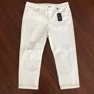 NWT AE white tom girl jeans Super Stretch Powerfit